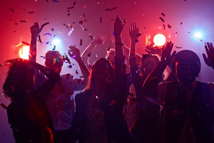 Todo lo que necesitas para organizar un evento nocturno exitoso